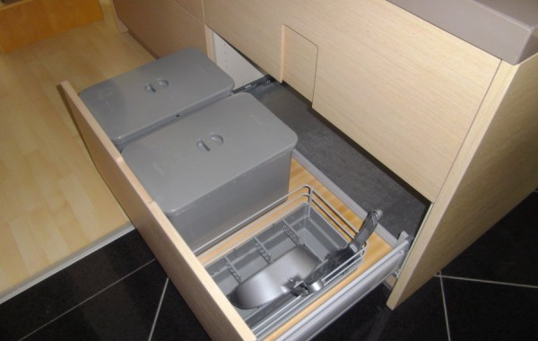 Interior layout for the drawer of the sink