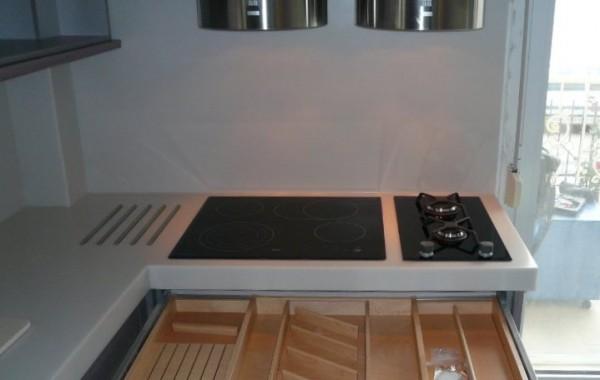 Ξύλινη κουταλοθήκη με θέση για μαχαίρια