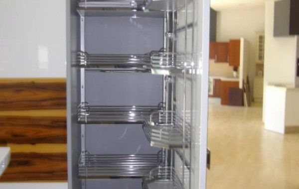 Τροφοθήκη κουζίνας σε ανοιγόμενη πόρτα 60cm